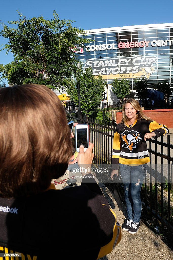 A Pittsburgh Penguins fan poses for a picture prior to Game One of the 2016 NHL Stanley Cup Final between the Pittsburgh Penguins and the San Jose Sharks at Consol Energy Center on May 30, 2016 in Pittsburgh, Pennsylvania.
