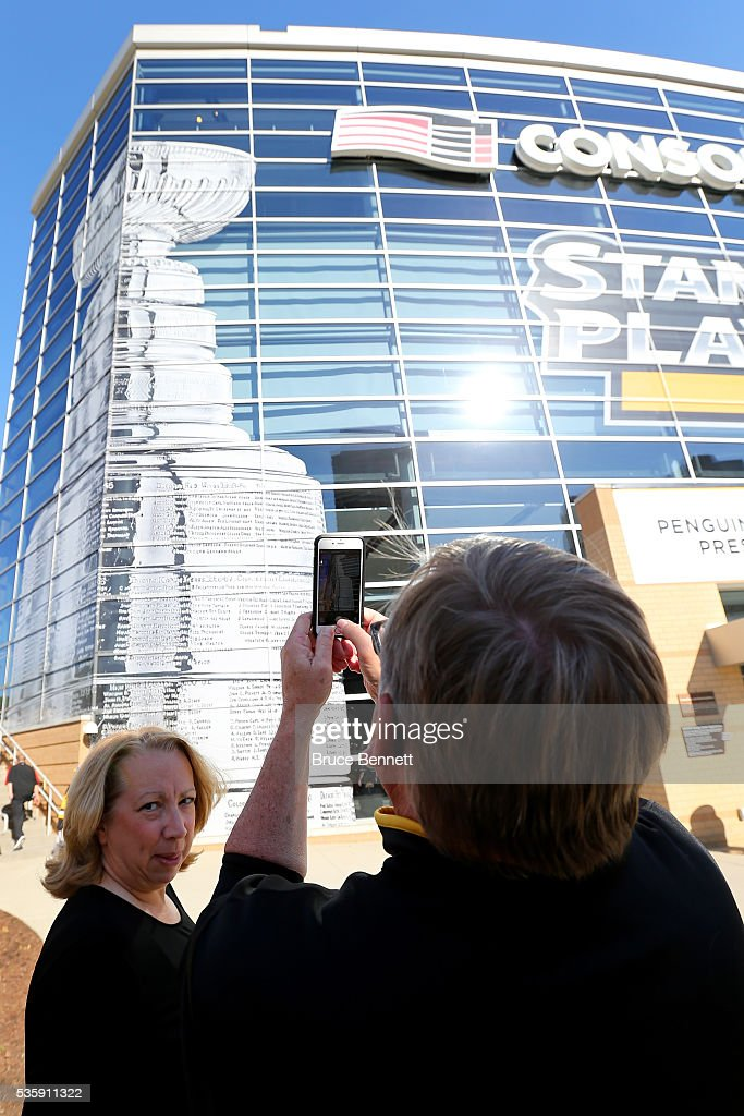 A Pittsburgh Penguins fan takes a picture outside of the arena prior to Game One of the 2016 NHL Stanley Cup Final between the San Jose Sharks and the Pittsburgh Penguins at Consol Energy Center on May 30, 2016 in Pittsburgh, Pennsylvania.