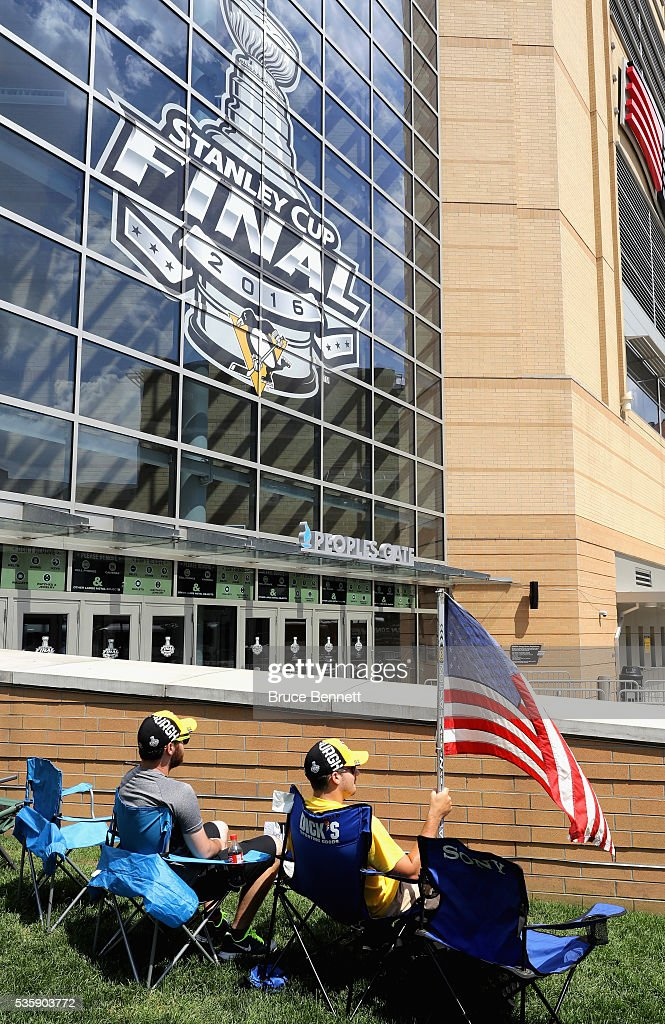 Pittsburgh Penguins fans sit outside of Consol Energy Center prior to Game One of the 2016 NHL Stanley Cup Final between the Pittsburgh Penguins and the San Jose Sharks on May 30, 2016 in Pittsburgh, Pennsylvania.