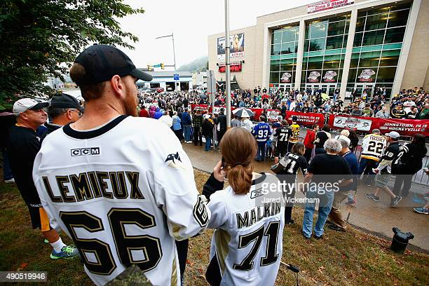 Pittsburgh Penguins fans wait for their team to arrive for practice for the NHL Kraft Hockeyville USA preseason game against the Tampa Bay Lightning...