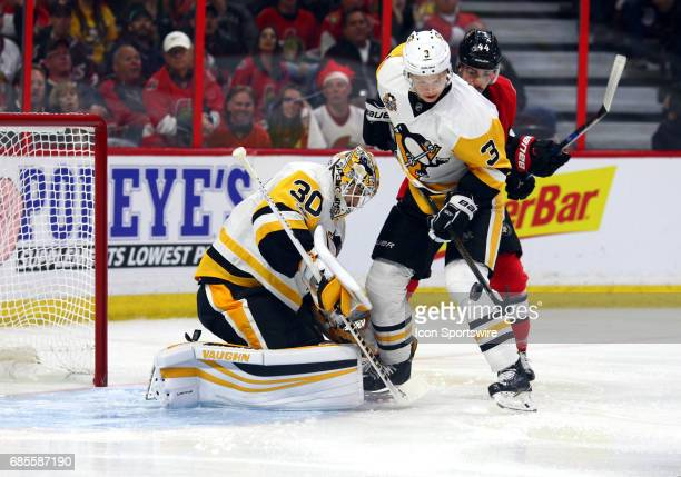 Pittsburgh Penguins Goalie Matt Murray goes down for a save with Pittsburgh Penguins Defenceman Olli Maatta preventing Ottawa Senators Center...