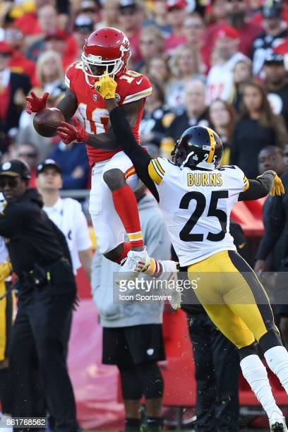 Pittsburgh Steelers cornerback Artie Burns defends Kansas City Chiefs wide receiver Tyreek Hill to break up the pass in the third quarter of a week 6...