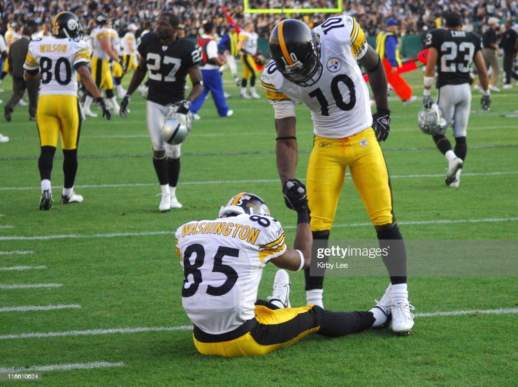 Pittsburgh Steelers receiver Nate Washington (85) is consoled by <a gi-track='captionPersonalityLinkClicked' href=/galleries/search?phrase=Santonio+Holmes&family=editorial&specificpeople=618140 ng-click='$event.stopPropagation()'>Santonio Holmes</a> after being stopped at the 4-yard line on the final play of 20-13 loss to the Oakland Raiders at McAfee Coliseum in Oakland, Calif. on Sunday, October 29, 2006.