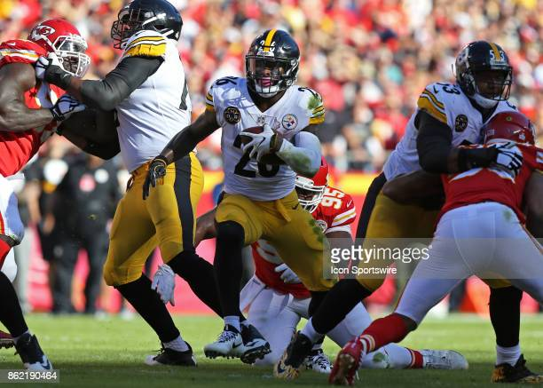 Pittsburgh Steelers running back Le'Veon Bell fins some running room in the first quarter of a week 6 NFL game between the Pittsburgh Steelers and...