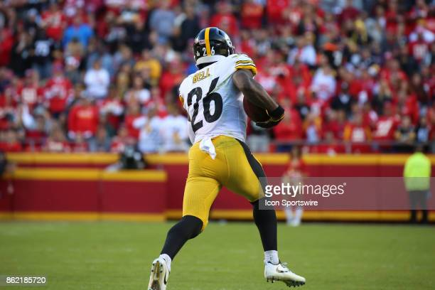 Pittsburgh Steelers running back Le'Veon Bell turns the corner on a run in the fourth quarter of a week 6 NFL game between the Pittsburgh Steelers...