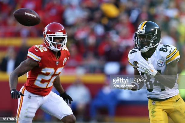 Pittsburgh Steelers wide receiver Antonio Brown looks the ball in for a 10yard reception in front of Kansas City Chiefs cornerback Marcus Peters in...