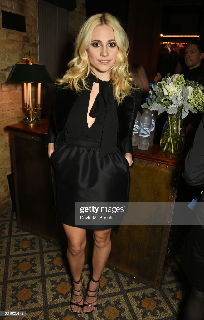pixie-lott-attends-a-dinner-cohosted-by-harvey-weinstein-burberry-picture-id634605472