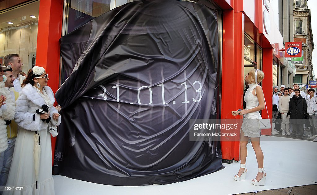 <a gi-track='captionPersonalityLinkClicked' href=/galleries/search?phrase=Pixie+Lott&family=editorial&specificpeople=5591168 ng-click='$event.stopPropagation()'>Pixie Lott</a> attends a photocall to launch the new BlackBerry 10 at Phones4u, Oxford Street on January 31, 2013 in London, England.