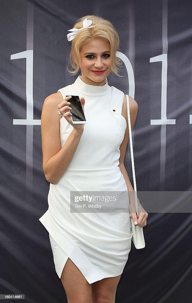 <a gi-track='captionPersonalityLinkClicked' href=/galleries/search?phrase=Pixie+Lott&family=editorial&specificpeople=5591168 ng-click='$event.stopPropagation()'>Pixie Lott</a> attends a photocall to launch the new BlackBerry Z10 smartphone at Phones4u, Oxford Street on January 31, 2013 in London, England.