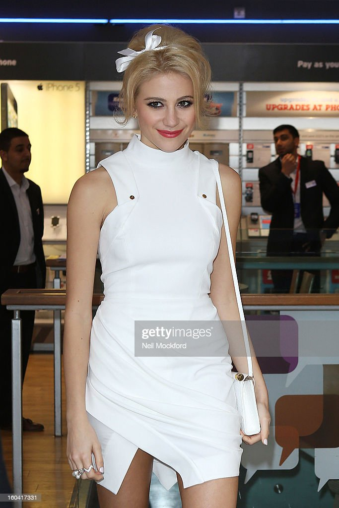 Pixie Lott attends the launch of Blackberry 10 at Phones4U, Oxford Street. on January 31, 2013 in London, England.