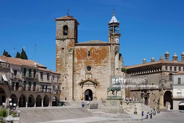 Pizarro statue and San Martin Church, Plaza Mayor, Trujillo, Extremadura, Spain, Europe