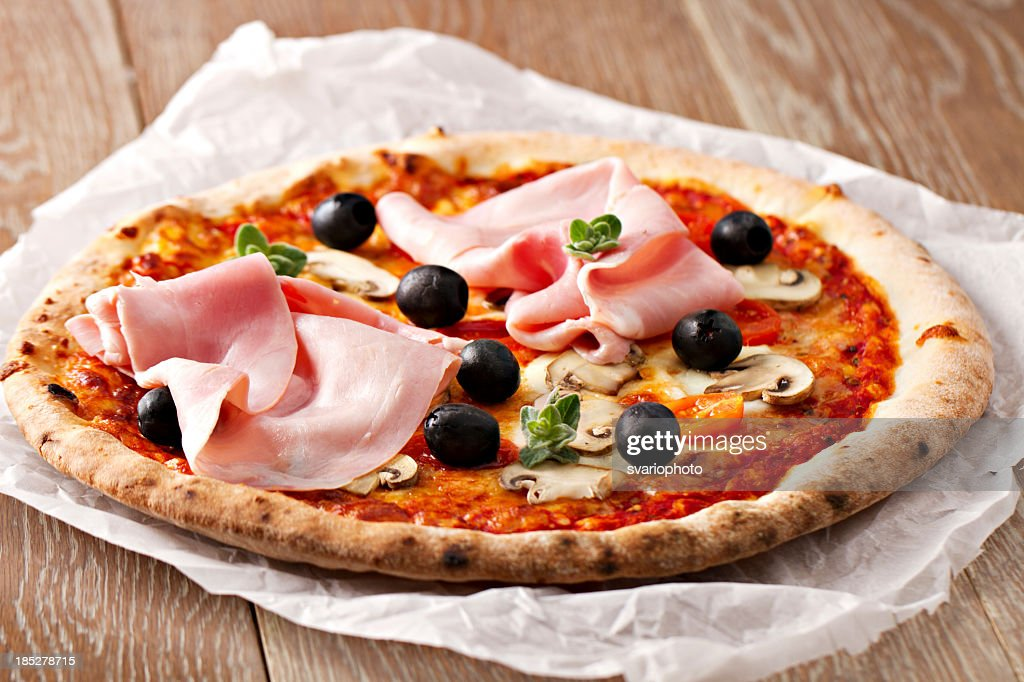 Pizza quattro stagioni : Stock Photo