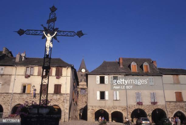 Place aux Arcades au sein de la bastide royale du 13eme siecle en aout 1993 a SauvetairedeRouergue France