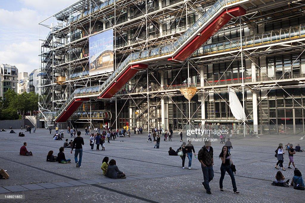 Place Georges Pompidou and Pompidou Centre.