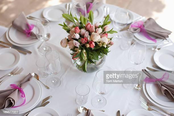 Gedeck und Herzstück des Hochzeitsempfangs