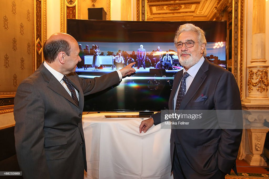 Placido Domingo and Domnique Meyer (L) pose in front of the UHD screen at the press conference at Vienna State Opera on May 5, 2014 in Vienna, Austria.
