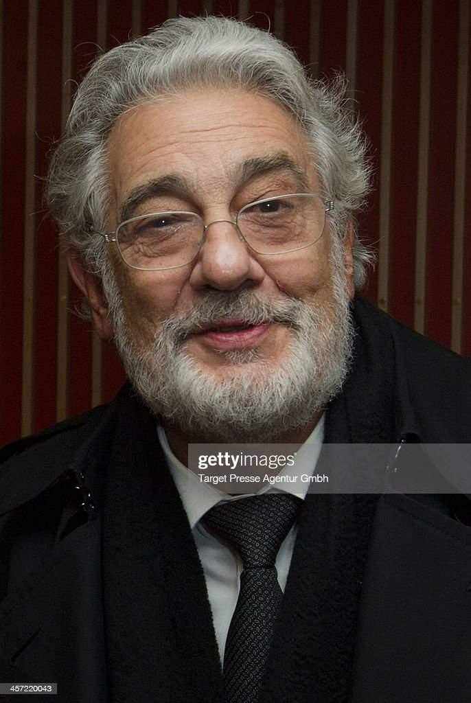 <a gi-track='captionPersonalityLinkClicked' href=/galleries/search?phrase=Placido+Domingo&family=editorial&specificpeople=204571 ng-click='$event.stopPropagation()'>Placido Domingo</a> attends the German premiere of the film 'The Physician' (german title: 'Der Medicus') at Zoo Palast on December 16, 2013 in Berlin, Germany.