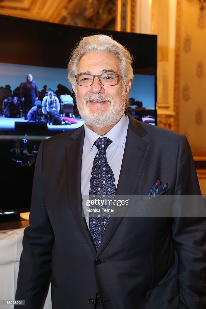 <a gi-track='captionPersonalityLinkClicked' href=/galleries/search?phrase=Placido+Domingo&family=editorial&specificpeople=204571 ng-click='$event.stopPropagation()'>Placido Domingo</a> poses in front of the UHD screen at the press conference at Vienna State Opera on May 5, 2014 in Vienna, Austria.