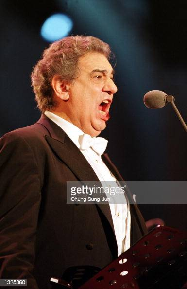 Placido Domingo sings during the Three Tenors'' concert June 22 2001 at Chamsil Olympic stadium in Seoul The concert was held to celebrate the first...