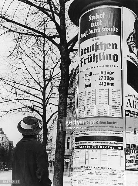 Plakat mit Reiseangeboten an einer Berliner LitfassSäule 1936