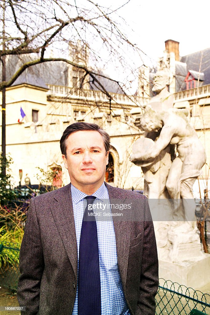 Plan smiling face <a gi-track='captionPersonalityLinkClicked' href=/galleries/search?phrase=Nicolas+Dupont-Aignan&family=editorial&specificpeople=2205738 ng-click='$event.stopPropagation()'>Nicolas Dupont-Aignan</a>, UMP, a street in PARIS.