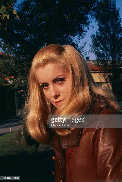 Plan smiling face of Catherine Deneuve in outside during a break in the filming of 'Beautiful Day' by Luis Bunuel