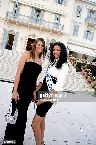 Plan smiling face posing with Laure Manaudou MORTAUD Chloe Miss France 2009 upon their arrival at the hotel du Cap Eden Roc in Antibes for the gala...