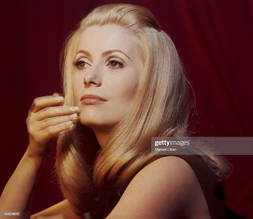 Plan three-quarters of <a gi-track='captionPersonalityLinkClicked' href=/galleries/search?phrase=Catherine+Deneuve&family=editorial&specificpeople=123833 ng-click='$event.stopPropagation()'>Catherine Deneuve</a> in brown sleeveless dress, one hand on the chin during a break in the filming of 'Beautiful Day' by Luis Bunuel.