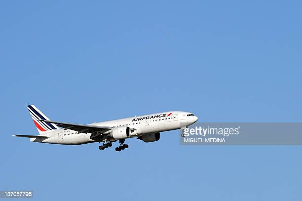 A plane of French company Air France takes off Paris Roissy airport on January 15 2012 AFP PHOTO MIGUEL MEDINA