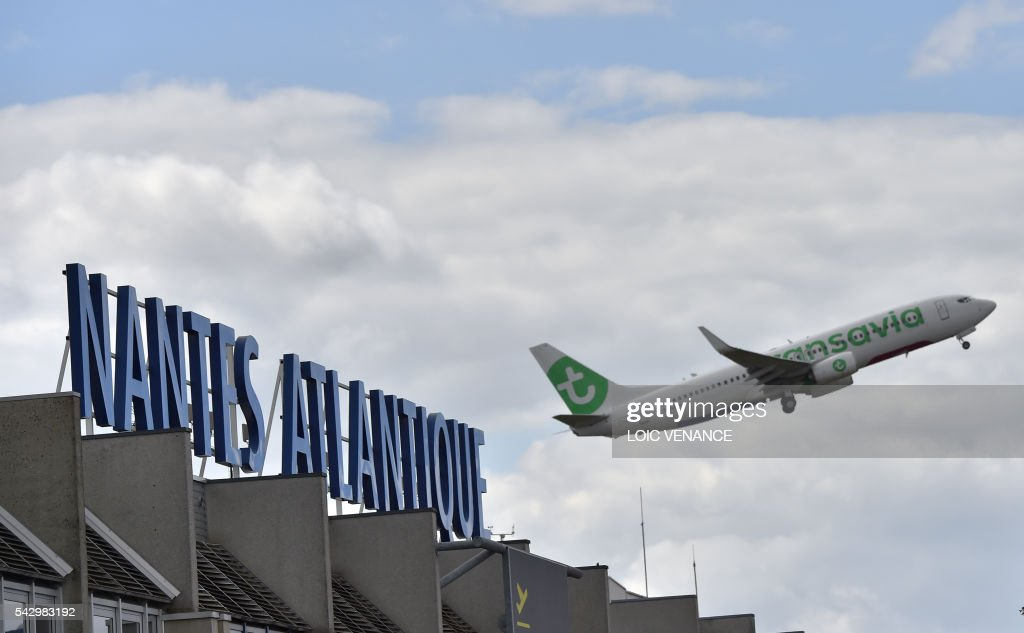A plane takes off from the Nantes-Atlantique airport in Bouguenais, suburb of Nantes, on June 25, 2016, the day before a local referendum in Loire Atlantique to transfer the Nantes Atlantique airport to Notre-Dame-des-Landes. / AFP / LOIC