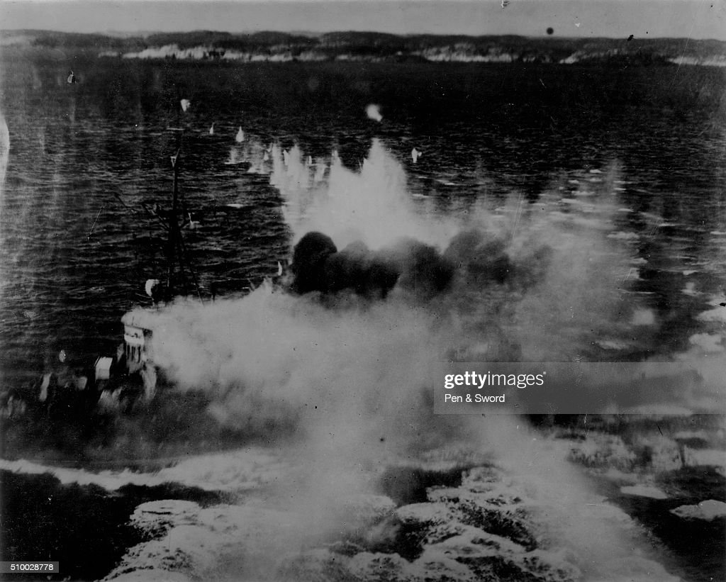 Planes attacking ships France