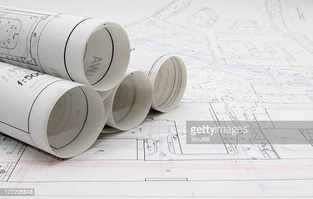 Pläne und Karten auf den Tisch