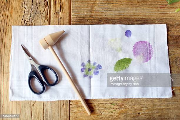 Plant dye with tool on the table