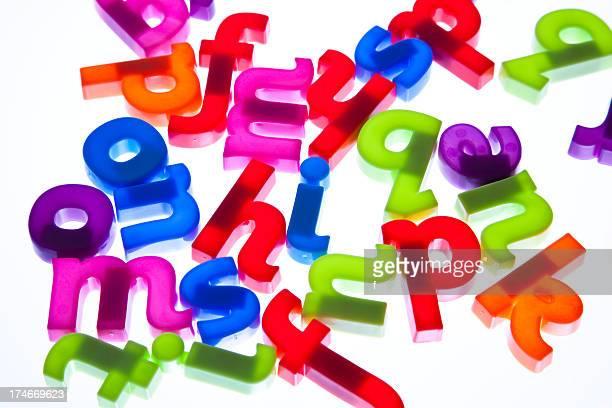 Des lettres de l'alphabet en plastique