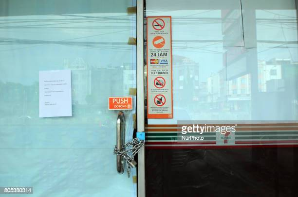 plastic and paper cover glass by using chain locks at 7 eleven broke retail outlets which usually crowded at buyer's visit in Jakarta Indonesia on...