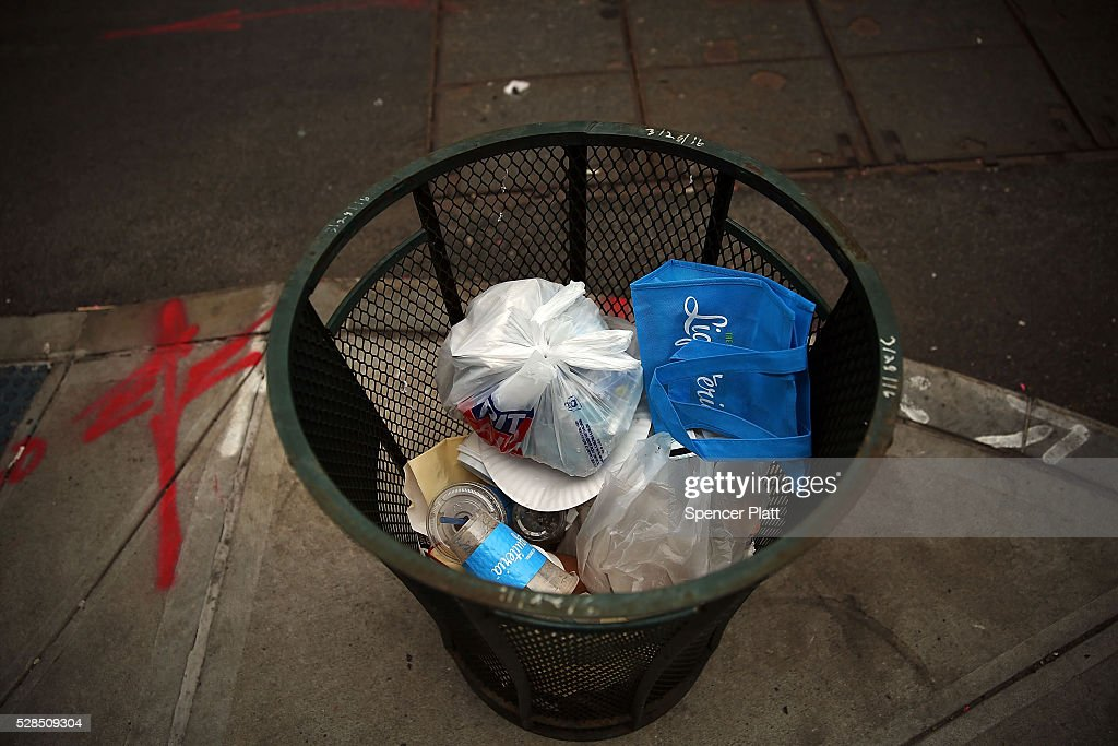 Plastic bags sits in a Manhattan trash can on May 05, 2016 in New York City. New York's City Council is scheduled to vote Thursday on a bill that would require most stores to charge five cents per bag in an effort to cut down on plastic waste. New York's sanitation department estimates that every year 10 billion bags are thrown in the trash.