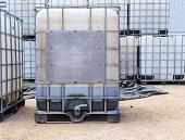 Bulk plastic oil or liquid containers with metallic cage