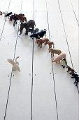 plastic toy animales revestida con swan en la parte frontal