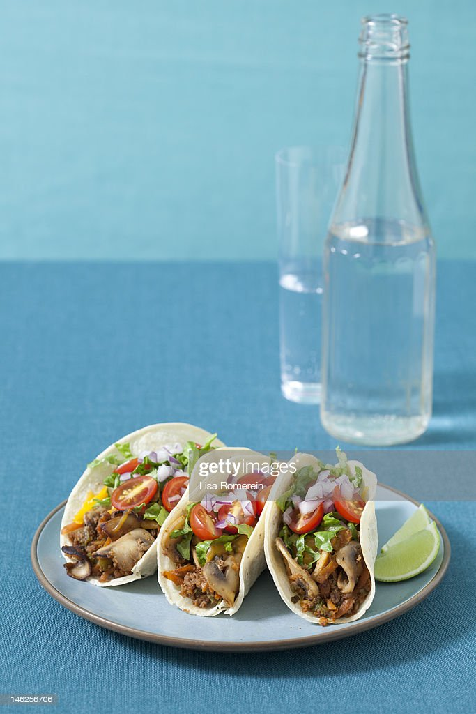 Plate of 3 vegetarian barbeque tacos : Stock Photo
