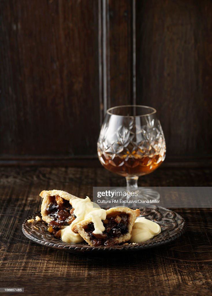 Plate of mince pies with glass of brandy : Stock Photo