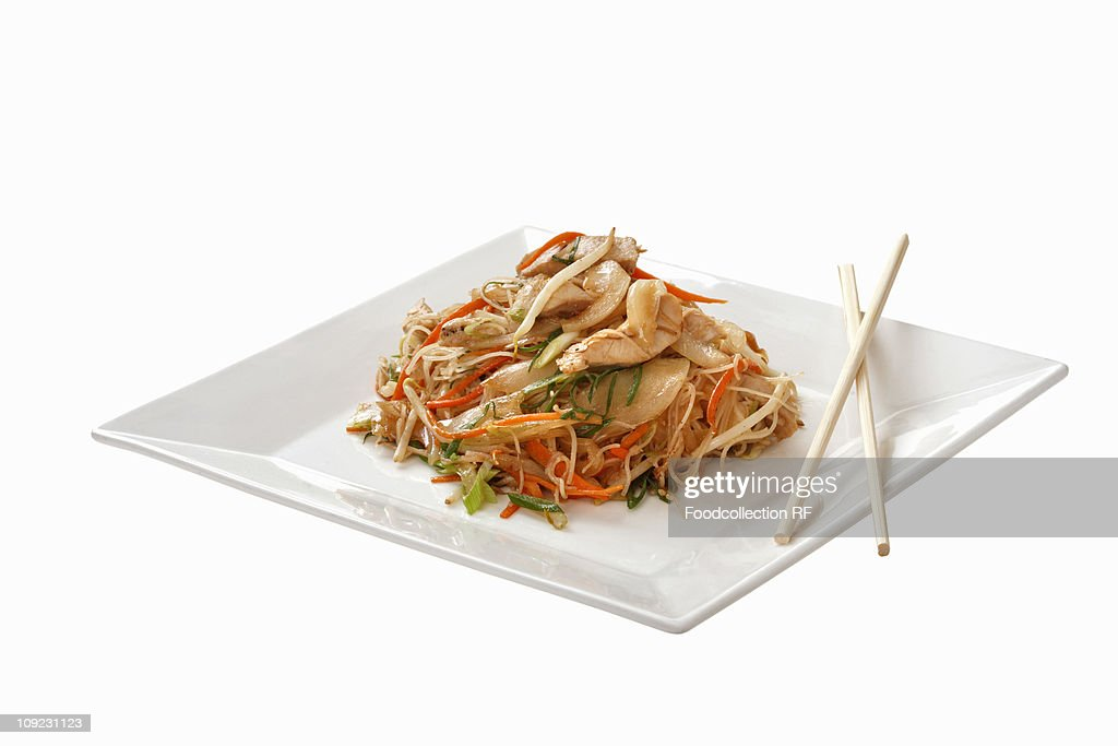 Plate of noodles with chicken, close-up : Stock Photo
