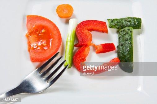 Placa con verduras y una dieta sobre fondo de madera : Foto de stock