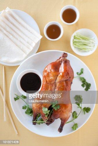 Plate with whole Peking Duck & sauce/tea : Stock Photo