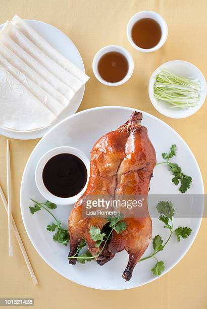 Plate with whole Peking Duck & sauce/tea