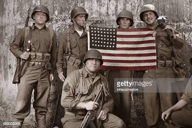 WW2 plotone con bandiera americana