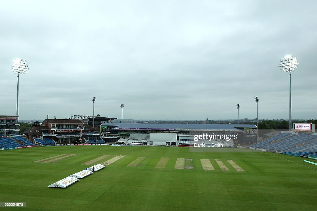Play is delayed due to low light during day three of the Specsavers County Championship: Division One match between Yorkshire and Lancashire at Headingley on May 31, 2016 in Leeds, England.