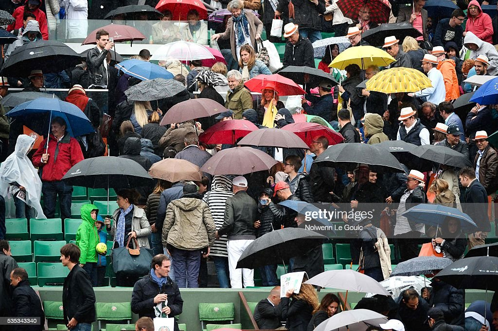 Play is interrupted due to rain during the Men's Singles on day eight of the French Open 2016 on May 29, 2016 in Paris, France.