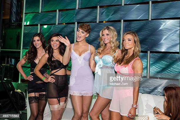 Playboy playmate release party fotograf as e im genes de - Playboy swimming pool ...