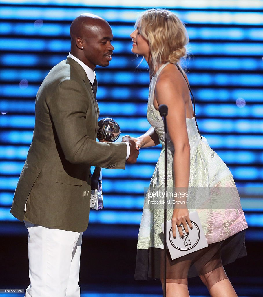 NFL player Adrian Peterson accepts award for Best Comeback atlete from tennis player Maria Sharapova onstage at The 2013 ESPY Awards at Nokia Theatre L.A. Live on July 17, 2013 in Los Angeles, California.