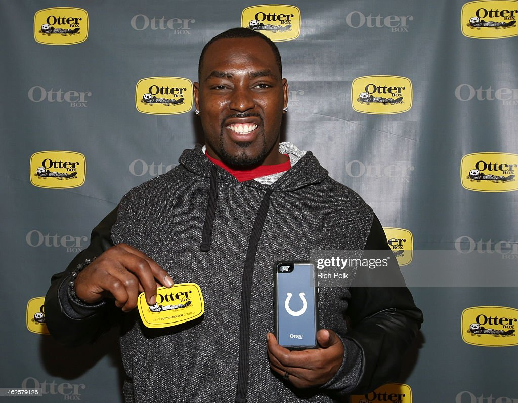NFL player <a gi-track='captionPersonalityLinkClicked' href=/galleries/search?phrase=Arthur+Jones+-+Football+americano&family=editorial&specificpeople=10178529 ng-click='$event.stopPropagation()'>Arthur Jones</a> attends the Kia Luxury Lounge presented by ZIRH at the Scottsdale Center for Performing Arts on January 31, 2015 in Scottsdale, Arizona.